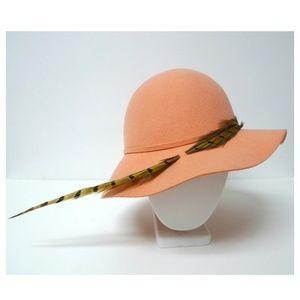 VTG 60s Evelyn Varon . Doeskin felt .100% wool hat